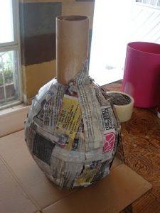 jarrón de cartón